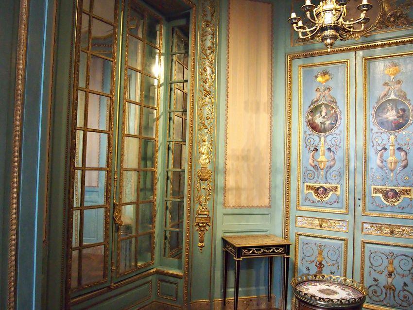 Paris lourve rococo baroque gold love